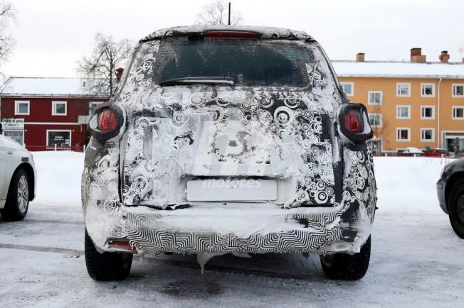 Fiat 500L Trekking 2018 - foto espía posterior