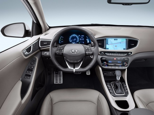 Hyundai IONIQ Plug-in - interior