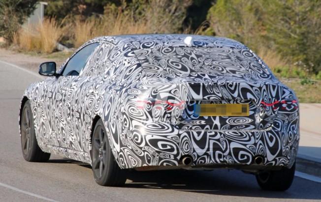 Jaguar XF 2018 - foto espía