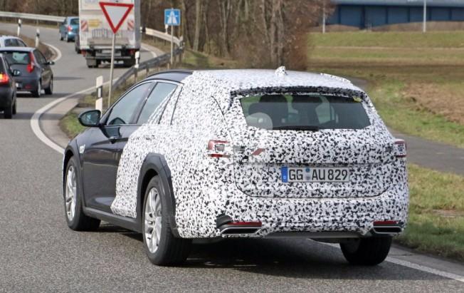 Opel Insignia Country Tourer 2017 - foto espía posterior