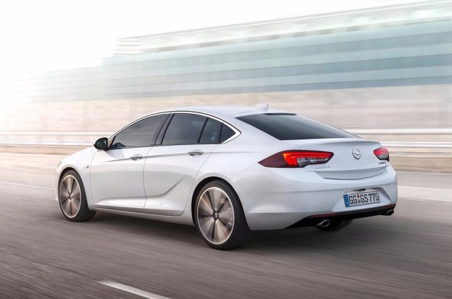 Opel Insignia Grand Sport 2017 - posterior