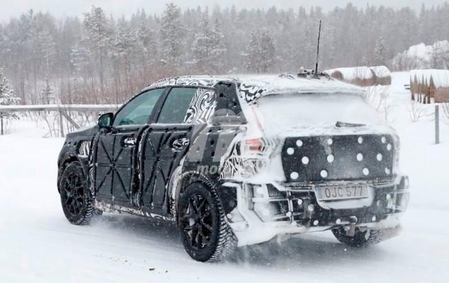 Volvo XC40 2018 - foto espía posterior