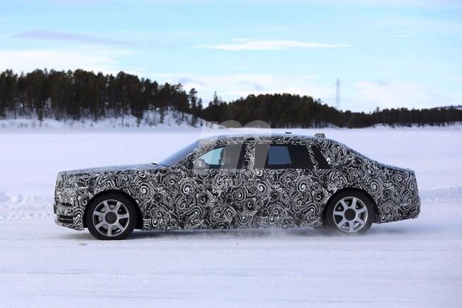 Rolls-Royce Phantom 2018 - foto espía lateral