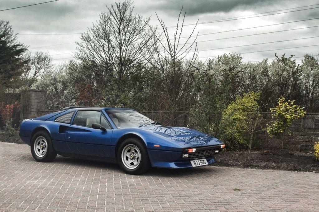 A la venta uno de los raros Ferrari 308 GTS con motor V12