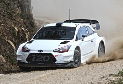 Andreas Mikkelsen se sube al Hyundai i20 WRC Coupé