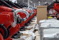 Tesla se hace con un regimiento de «Kukabots» para producir el nuevo Model 3
