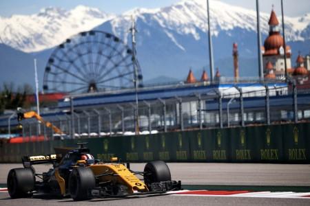 Hülkenberg tira de Renault en Sochi, Palmer se estrella en la Q1
