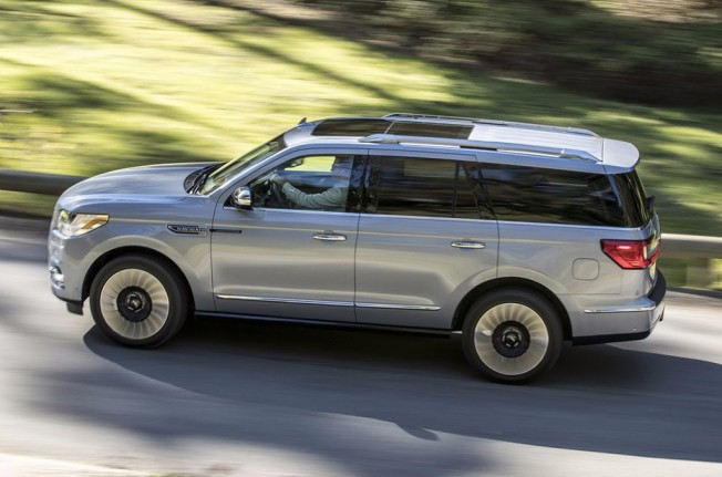 Lincoln Navigator 2018 - lateral