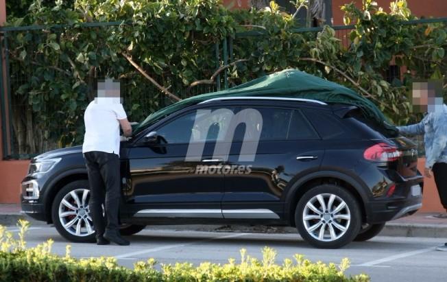 Volkswagen T-ROC 2018 - foto espía lateral