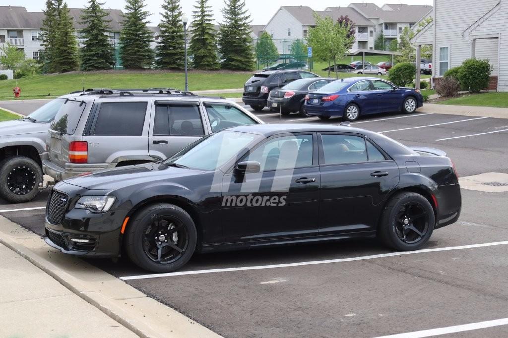 ¿Será este el nuevo Chrysler 300 SRT Hellcat de 717 CV?