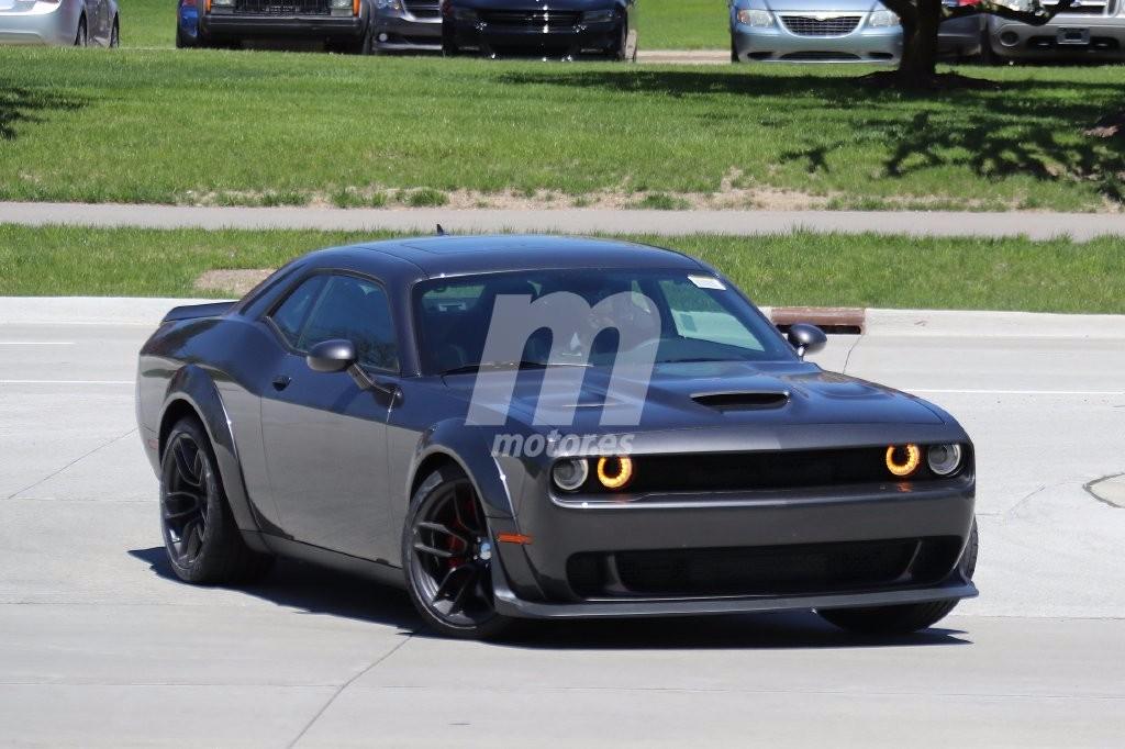 Cazado un Dodge Challenger SRT Hellcat con piezas del Demon