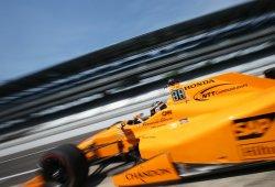 Dixon consigue la pole, Indianápolis se rinde ante Alonso