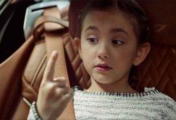 ¿Qué pasa al juntar una niña, un coche de lujo y un moco? Descúbrelo con Sixt