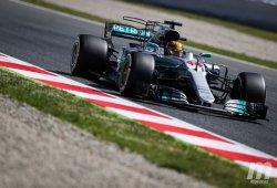 """Mercedes exprime """"cada milisegundo"""" para batir a Ferrari"""