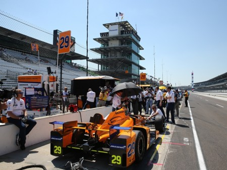 Cambio de motor a última hora para Alonso antes del Fast Nine