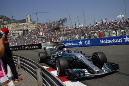 Mercedes se despide del Principado sin pisar el podio