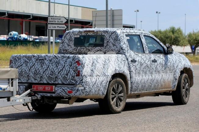 Mercedes Clase X 2018 - foto espía posterior
