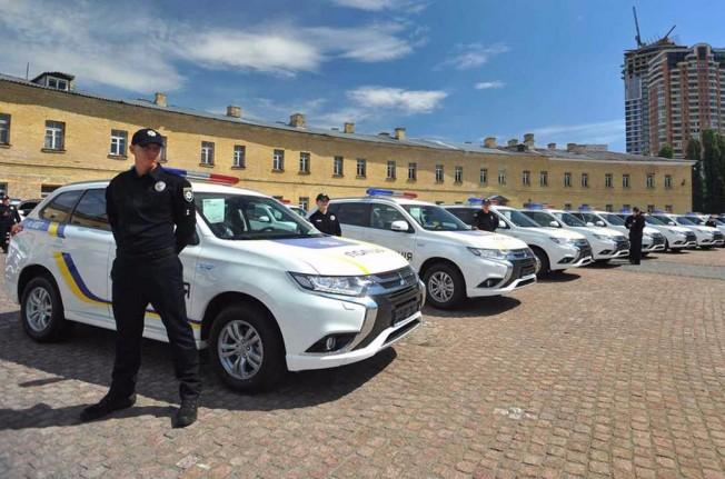 Mitsubishi Outlander PHEV policía Ucrania