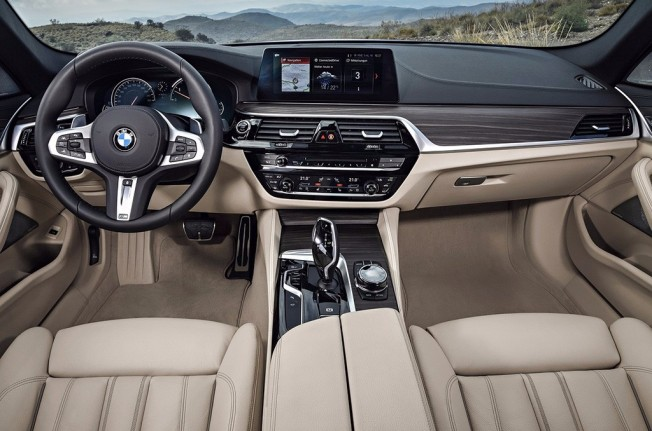 BMW Serie 5 Touring 2017 - interior