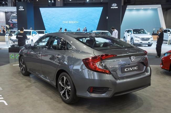 Honda Civic Sedán 2017 - posterior
