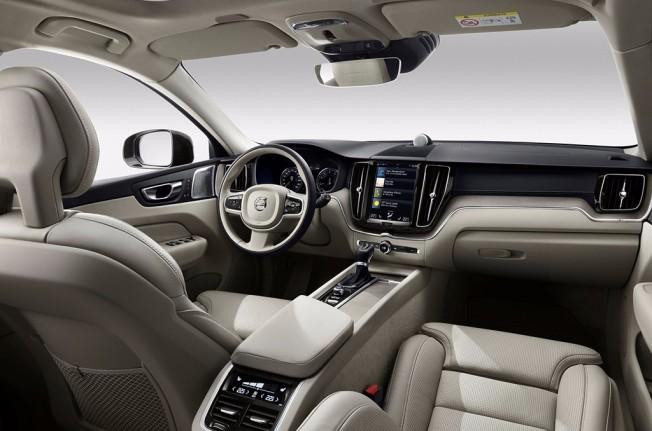 Volvo XC60 2017 - interior