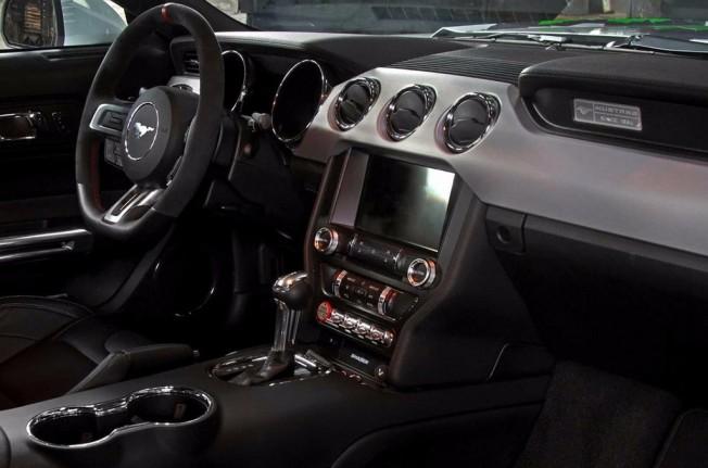 Schropp Ford Mustang - interior