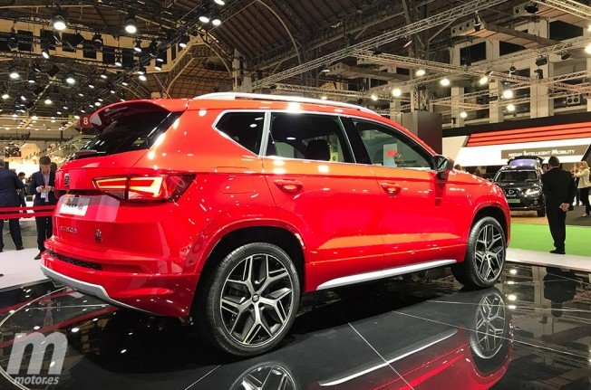 el nuevo seat ateca fr irrumpe en el automobile barcelona 2017. Black Bedroom Furniture Sets. Home Design Ideas