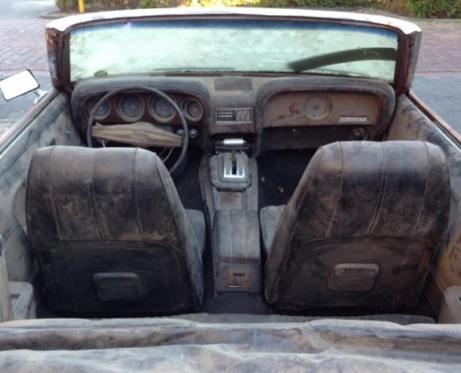 Ford Mustang 4x4 - interior