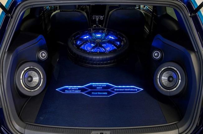 Volkswagen Golf GTI First Decade Concept - maletero