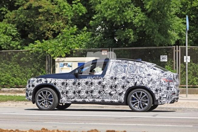 BMW X4 M40i 2018 - foto espía lateral