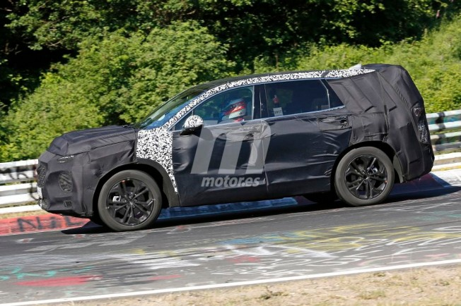 Hyundai Santa Fe 2018 - foto espía lateral