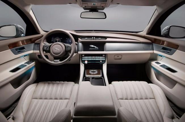 Jaguar XF Sportbrake 2017 - interior