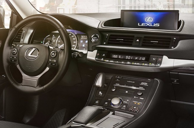Lexus CT 200h 2018 - interior
