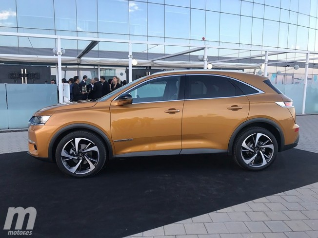 DS 7 Crossback - lateral