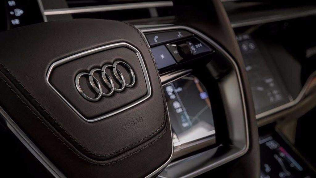 El nuevo Audi A8 2018 sigue siendo desvelado por fascículos