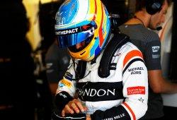 Alonso, pendiente de la lluvia para intentar algo grande