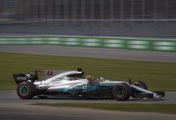 Hamilton, al frente; Vettel, al acecho