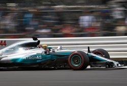 Hamilton también manda en un Silverstone mojado