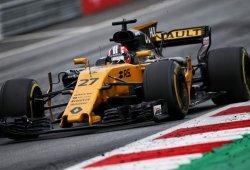 Renault invierte posiciones, pero se va de vacío de Austria