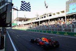 Un aficionado ondeará la bandera a cuadros en el GP de Austria