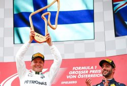 Victoria sin apuros para Bottas, fin de semana para olvidar de Hamilton