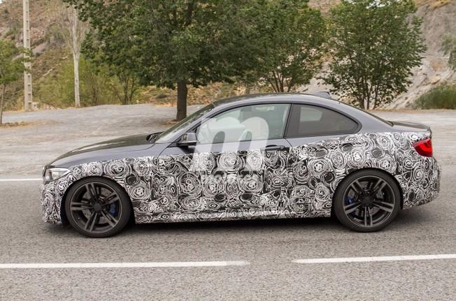 BMW M2 CS 2018 - foto espía lateral