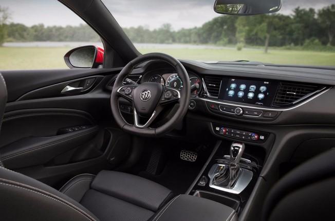 Buick Regal GS 2018 - interior