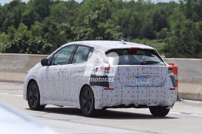 Nissan Leaf 2018 - foto espía posterior