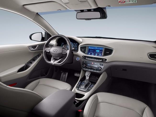 Hyundai IONIQ Plug-in Hybrid - interior