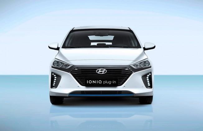 Hyundai IONIQ Plug-in Hybrid 2017 - frontal