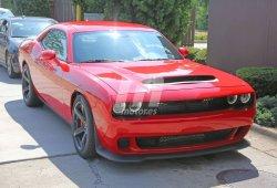 Extraño prototipo del Dodge Challenger SRT Demon con la carrocería del Hellcat