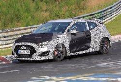 El Hyundai Veloster N pierde camuflaje a su paso por Nürburgring