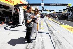 Neale reconoce que es prioritario para McLaren retener a Alonso