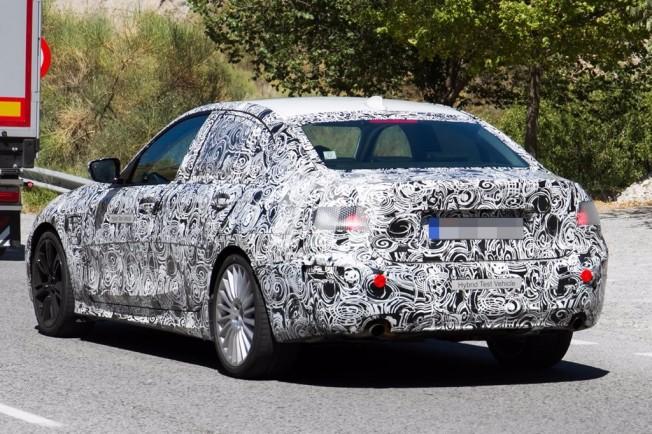 BMW 325e iPerformance 2019 - foto espía posterior